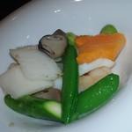 chuugokuryourigouka - 海老と烏賊、季節野菜の香り炒め