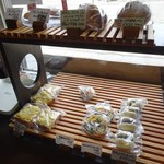 大鳳堂 - だいぶ品薄になってたパンの陳列