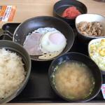 107985509 - ハムエッグ牛小鉢定食+明太子
