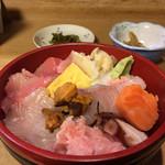石松亭 - 海鮮丼 900円(味噌汁付)