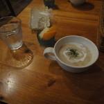 メリッサ - 料理写真:ランチの最初に出てくるスープとカットフルーツ