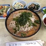 喜久屋 - 天ざるそば 830円。
