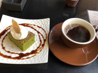 カヤバ珈琲 - 抹茶のガトーショコラとホットコーヒーで950円