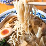 中国ラーメン揚州商人 - リフトアップしたワンタン麺