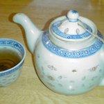 Karakuen - ポットで出てくるお茶