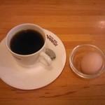 ドミナス - ブレンドコーヒー380円(ゆで玉子がサービス)
