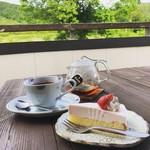 夢市茶屋 - 料理写真:あすかルビーのレアチーズケーキセット(620円)