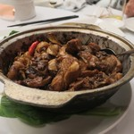 ShinYeh - ・鶏肉とニンニクの土鍋炒めっぽいの 三杯鶏