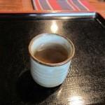 そば処 利久庵 - 料理写真:御主人が温かい蕎麦茶を持って来てくれたので飲みながら料理が来るのを待ちます。