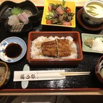 hakataunagiyafujiuna - ◆うな重(鰻は2切れ)、お刺身、かしらの南蛮漬け、サラダ、茶碗蒸し、香の物、肝吸いなどのセット。