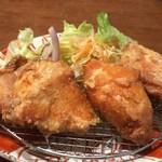 定食屋しゃもじ - 鳥唐揚げは胸肉かも。