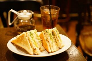 人間関係 cafe de copain - LUNCH DRINK SET マスタードチキンとタルタルサンド、アップルシナモン紅茶 (¥580)