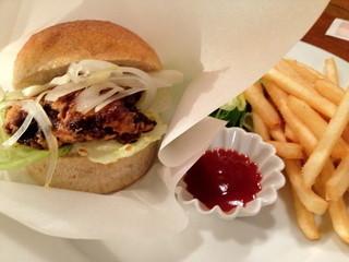 カフェ マツオントコ - VEGAN竜田バーガーです。お肉じゃないのにほとんど食感は鶏肉です!