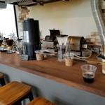 ステラ・コーヒー - 店内風景とアイスコーヒー。