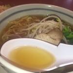 中国料理 青山 - 鶏ガラの風味はあまりしなかった 醤油ベースが印象に残る