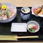 魚留 - 10種類の海鮮丼