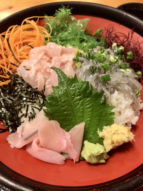海鮮料理 天海 - かわはぎきもあえしらす丼(大盛)