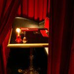 ヴァンパイア カフェ - 怪しげなソファー席はデートにも◎