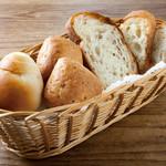 パンの盛り合せ