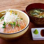 炙りサーモン丼  味噌汁付き