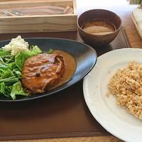 ナチュラル・ココ-ナチュラルポークの手ごねハンバーグ  1,150円(税別)玄米ご飯