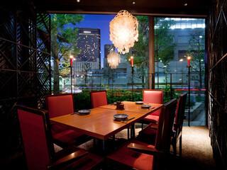 美食 米門 品川店 - 品川のビル街の夜景を眺めるスタイリッシュな空間