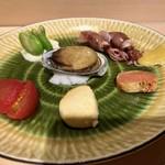 108052727 - 前菜:フルーツトマト、クリームチーズの西京漬け、明太子のわさび漬け、ほたるいかの酢味噌和え、天豆の白和え、とこぶし