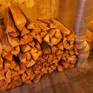 ナラの薪を使った薪窯焼き。表面はサックリ、中はモチモチに◎
