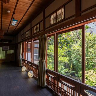 昭和28年に建てられた、郷愁を誘う風情のある空間