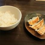 麺ダイニング 福 - セットのご飯と餃子