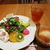 アフタヌーンティー・ティールーム - 料理写真:スモークベーコンとポーチドエッグのシーザーサラダ(1550円)