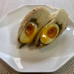 セイロン ティー&ブレッド - とろとろ半熟卵、ピリッとスパイシー 揚げてないカレーパン