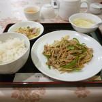 108067413 - 豚肉と筍の細切り炒め