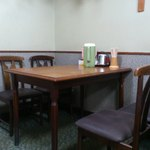 たつ - テーブル席奥側
