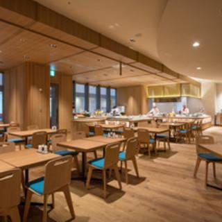 広々としたオシャレな空間で愉しむビュッフェレストラン