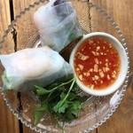 タイのごはん ラークパクチー - 生春巻き ¥200 綺麗にカットされた野菜が巻かれていて美しい断面。