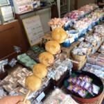 みずま - みたらし80円柔らかくてお醤油味。店内にはリーズナブルな飴もたくさん売ってました!