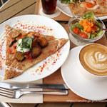 ペリカンコーヒー - ラタトゥイユと温泉卵のガレット(1080円)+ミニサラダセット(+162円)