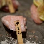 居酒屋 鮪氏  - マグロ5種盛り合わせ(中とろ)