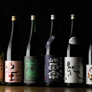 旬の料理に合わせた日本酒を全国各地より取り揃えております。