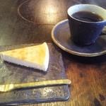 綾羽 - チーズケーキとコーヒー