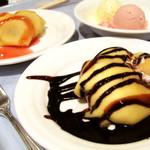 レストラン セリーナ - バナナ&アイス入りクレープ(イチゴとチョコ)、アイス。