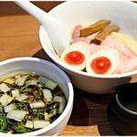 108091637 - 特製つけ麺 1000円 ふくよかな鶏の旨味に溢れた一杯です。