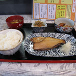 バジクル - <旧バジクル>ある日の日替わり定食600円。ホッケがメイン。副菜2品と漬け物が選べる