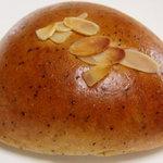 グランボワ - 紅茶のクリームパン
