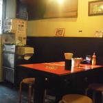 麒麟 - テーブル席