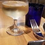 アクアトレンタノーヴェ - グラスワイン白 やっぱり昼間っからワインでしょ~♪
