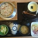 釜めしの店 やか多 - 「釜めし(かに) 桃」②