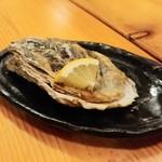 ふくろう亭 - 生牡蠣 殻をかぶせて提供されます