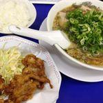 来来亭 - からあげ定食950円。麺固め、ネギ多め、背脂少なめでお願いしました。